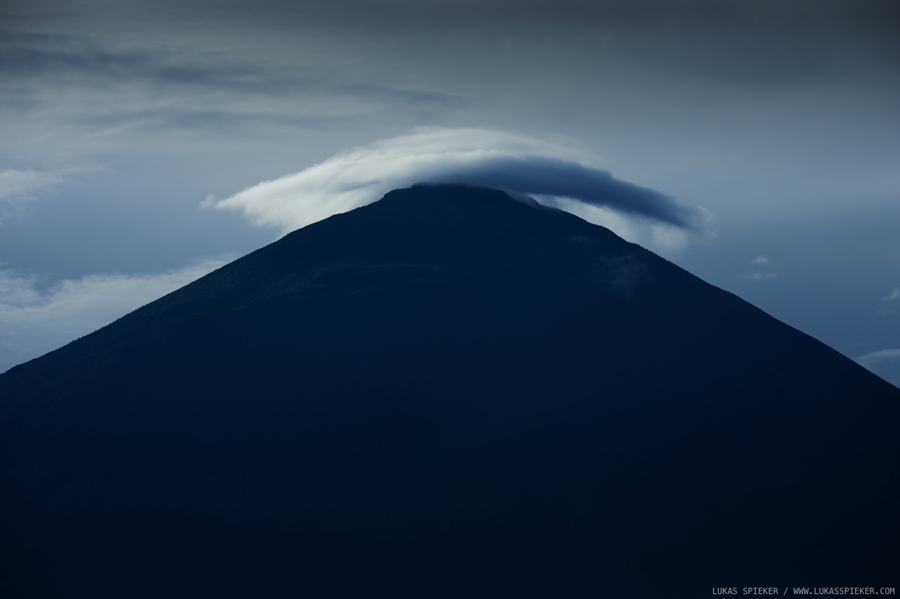Mount Muhavura (4127 m) is an extinct volcano in the Virunga Mountains on the border between Rwanda and Uganda.