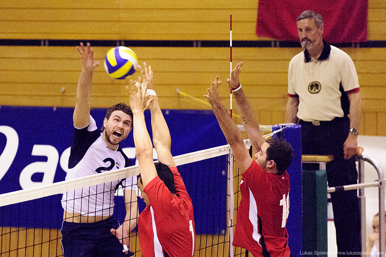 Swiss volleyball team plays a friendly match against Sweden's equip in Biel, Switzerland May 5, 2008.