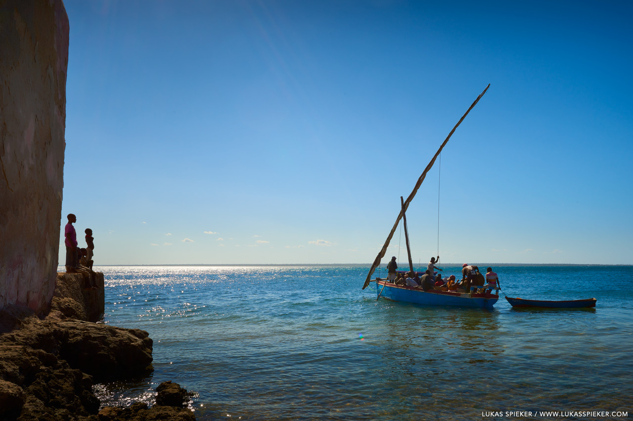 A dhow is about to set sail in Ilha de Moçambique.